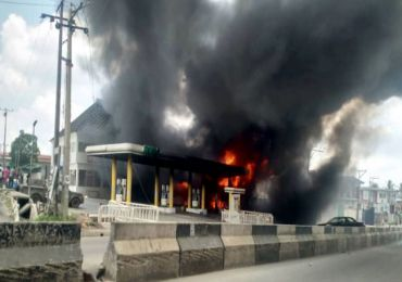 Breaking News: Fire Guts Petrol Station In Lagos